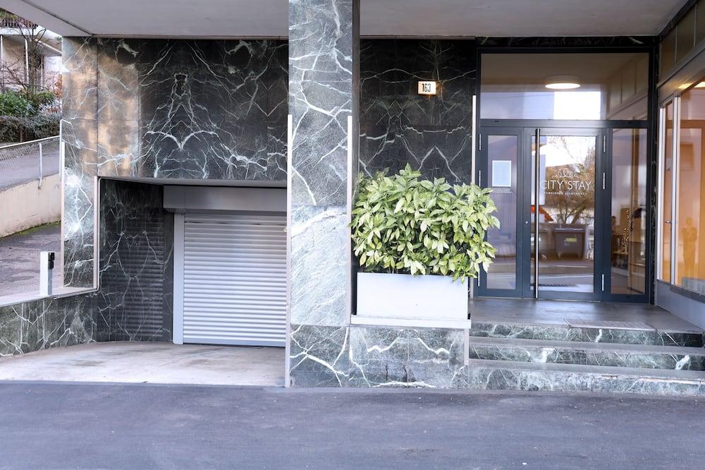 Pintu masuk hartanah