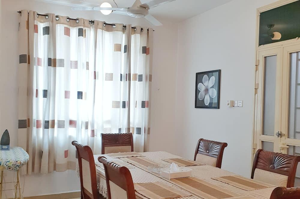 Luxury Apartment, 2 Bedrooms, Ocean View - In-Room Dining