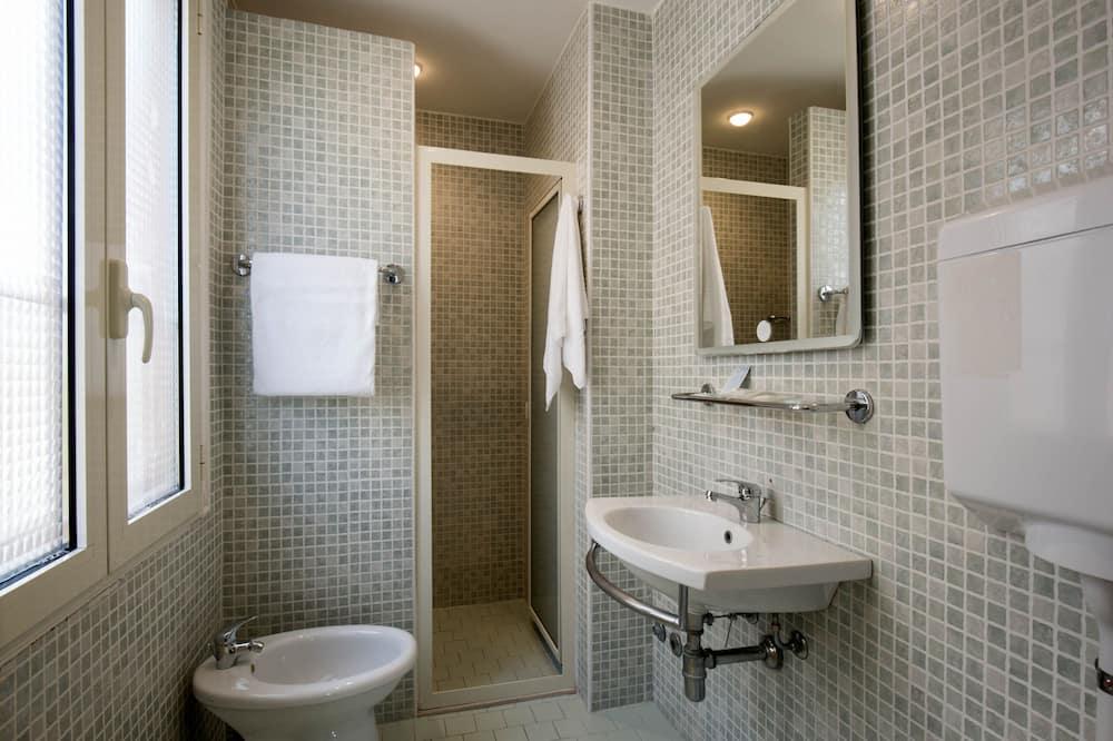 Двомісний номер категорії «Superior» (2 односпальних ліжка) - Ванна кімната