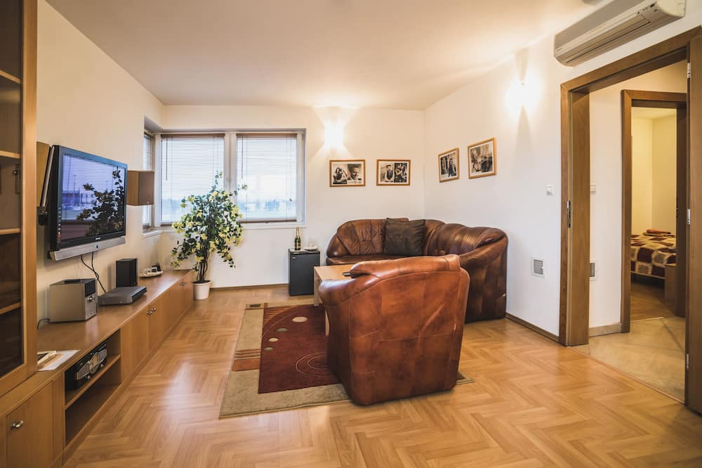 Junior Suite (Spa Bath) - Living Area