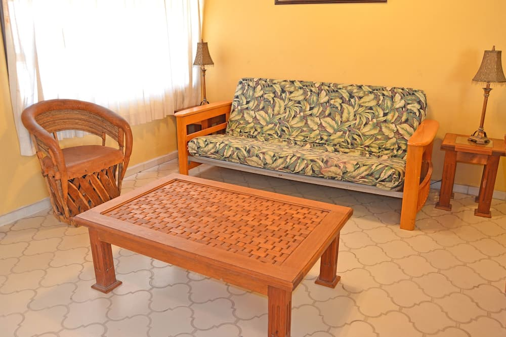 وحدة سكنية متصلة - ٤ غرف نوم - غرفة معيشة