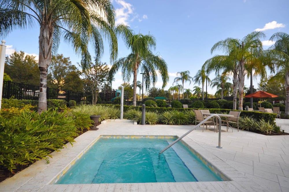 Apartamento familiar, 3 habitaciones, vistas al campo de golf, mirando al jardín - Bañera de hidromasaje al aire libre