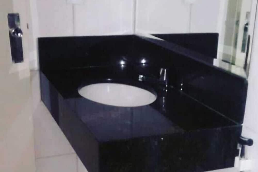 Standard Single Room, 1 Twin Bed - Bathroom Sink