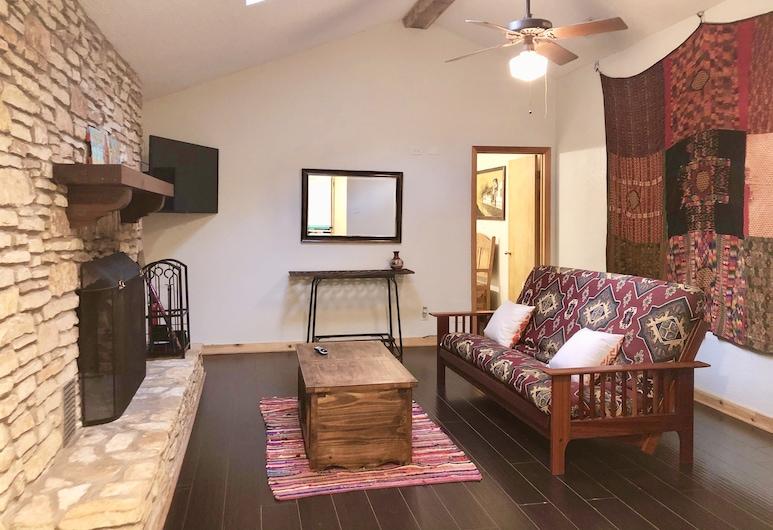 The Cove BnB, Austin, Standard Quadruple Room, Ensuite (ANTIGUA SUITE), Lounge