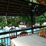 Bar pokraj bazena