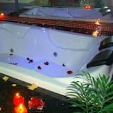 Phòng Suite, Bồn tắm nước nóng - Bồn tắm thủy lực