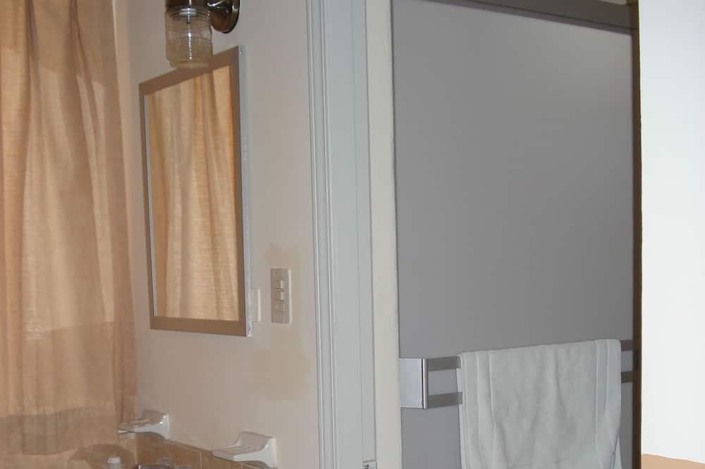 Dvojlôžková izba, 2 dvojlôžka - Kúpeľňa