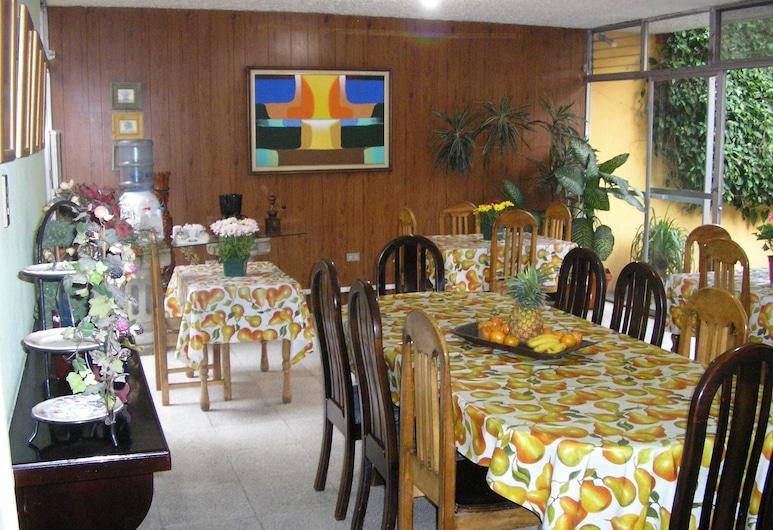 Hostal Los Lagos Inn , Гватемала-Сіті, Харчування
