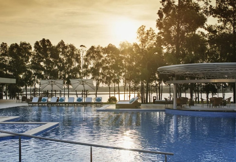 Awa Resort Hotel, Encarnacion, Poolside Bar