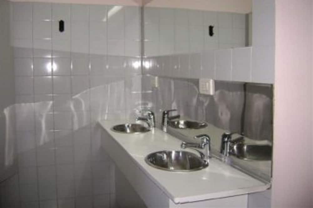 Slaapzaal, privébadkamer (6 People) - Badkamer