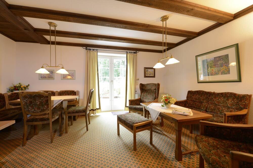 Коттедж «Комфорт», 4 спальни, терраса, с выходом в сад (Mandatory Cleaning Fee 85 € per Stay) - Гостиная