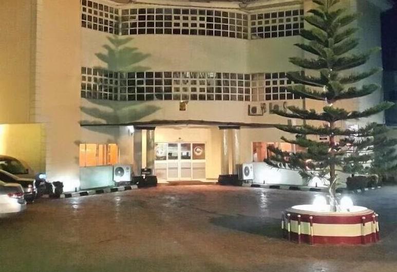 Golphins Suites and Hotels, Awka, Bagian Depan Hotel - Sore/Malam