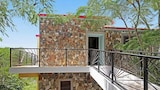 Choose this Villa in Oyster Pond - Online Room Reservations
