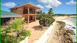 Foto van Coral Breeze by RedAwning in Simpsonbaai