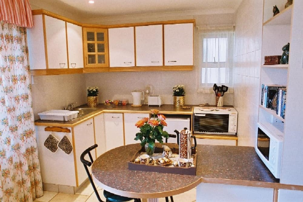Large Superior Room - In-Room Dining