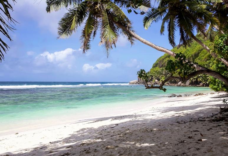 Surfers Self-Catering Chalets, האי מאהה, חוף ים