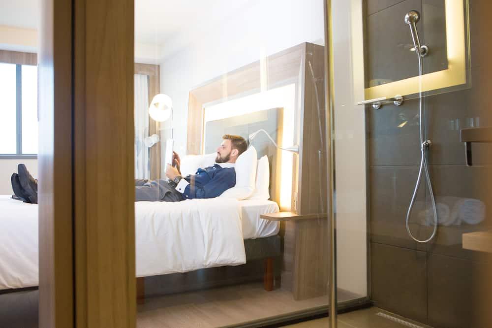 ซูพีเรียอพาร์ทเมนท์, เตียงใหญ่ 1 เตียง และโซฟาเบด, วิวทะเล - ห้องน้ำ