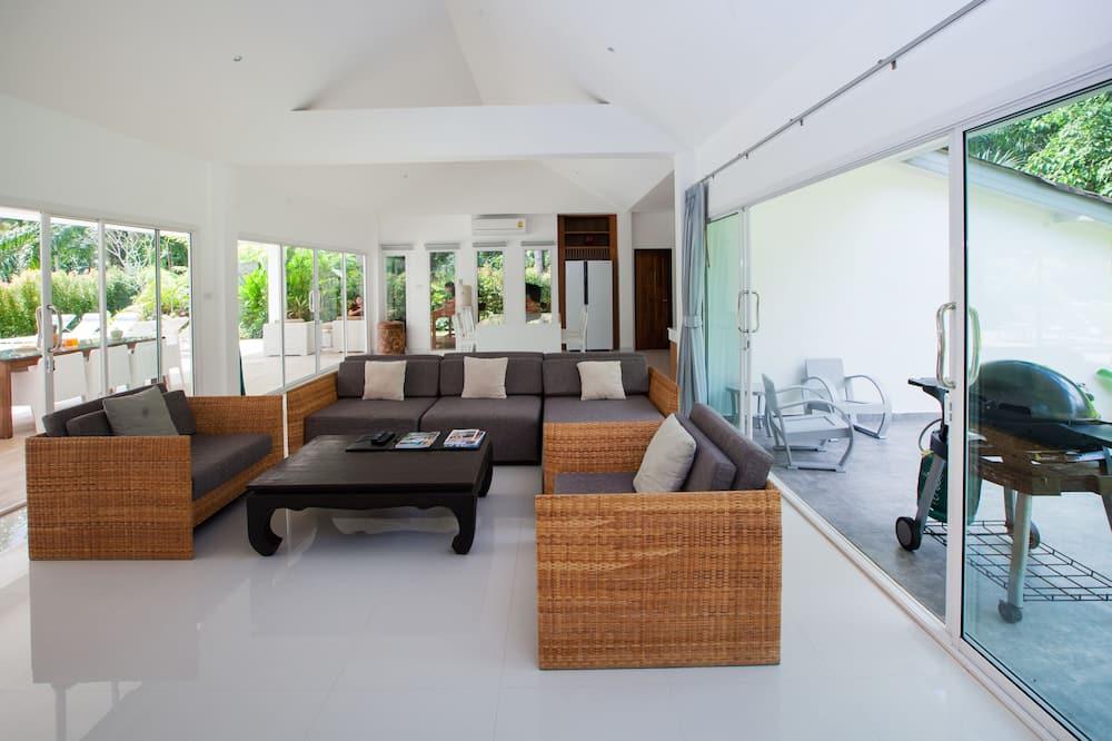 4 Bedrooms Private Pool Villa - Sala de estar