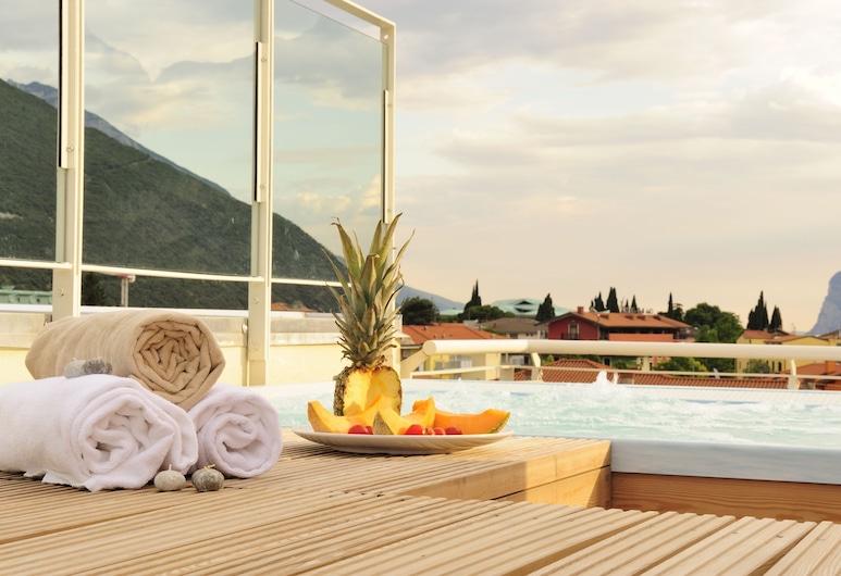 Eco Hotel Bonapace, Nago-Torbole, Outdoor Spa Tub