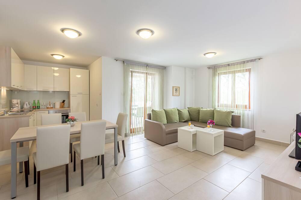 Apartamento, 2 Quartos, 2 Casas de Banho - Área de Estar