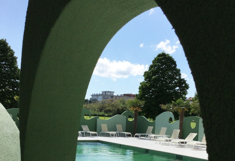 內洛達沃里奧 SPA 公寓飯店, 里米尼, 室外游泳池