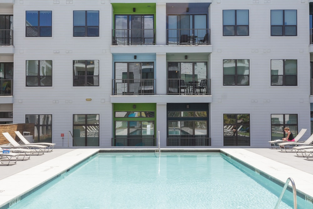 Guild East 6th Austin Outdoor Pool