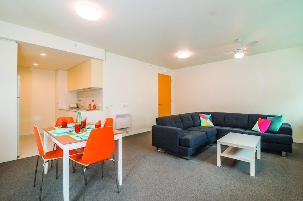 คลาสสิกอพาร์ทเมนท์, 4 ห้องนอน - พื้นที่นั่งเล่น