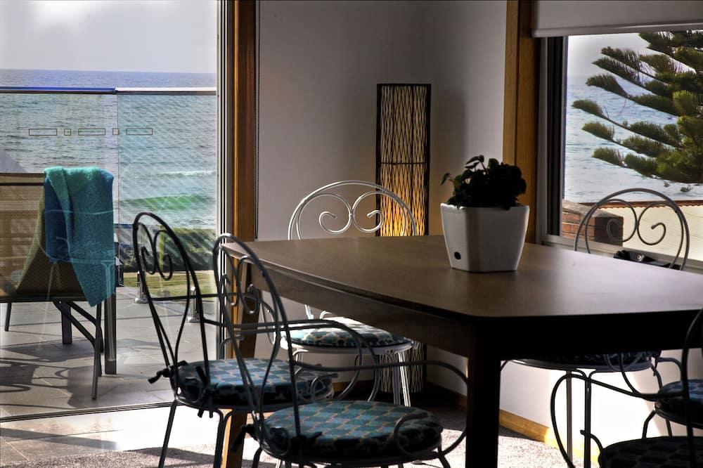Апартаменти преміум-класу, 2 спальні, з видом на море - Обіди в номері
