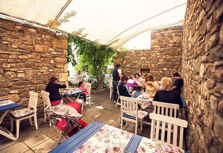 Bozcaada Fahri Hotel, Bozcaada, Dinerruimte buiten