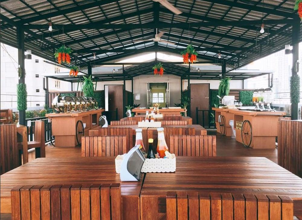 Book patra boutique hotel in bangkok for Best design boutique hotels thailand