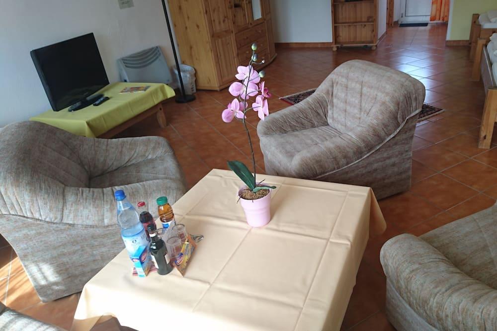 Comfort Quadruple Room - Ruang Tamu