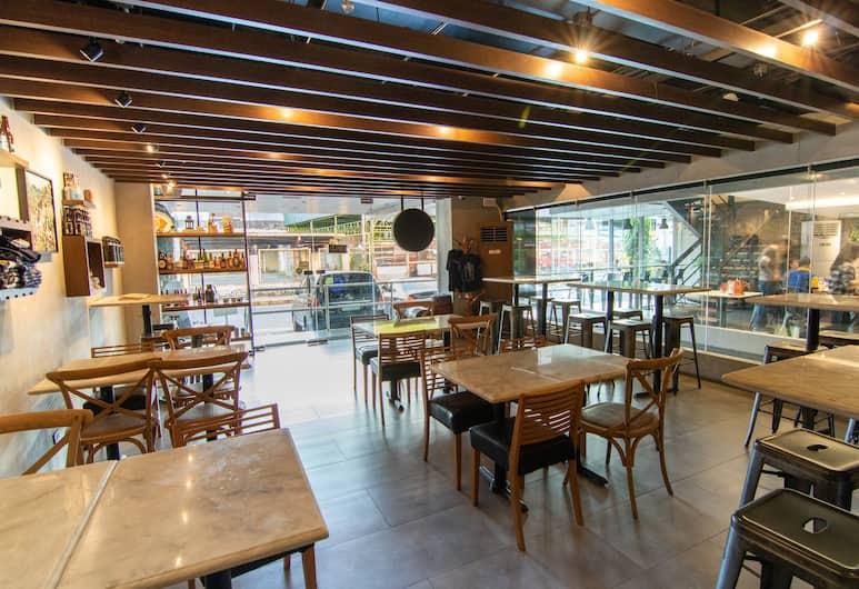 OYO 146 Solace Hotel, Makati, Restoran