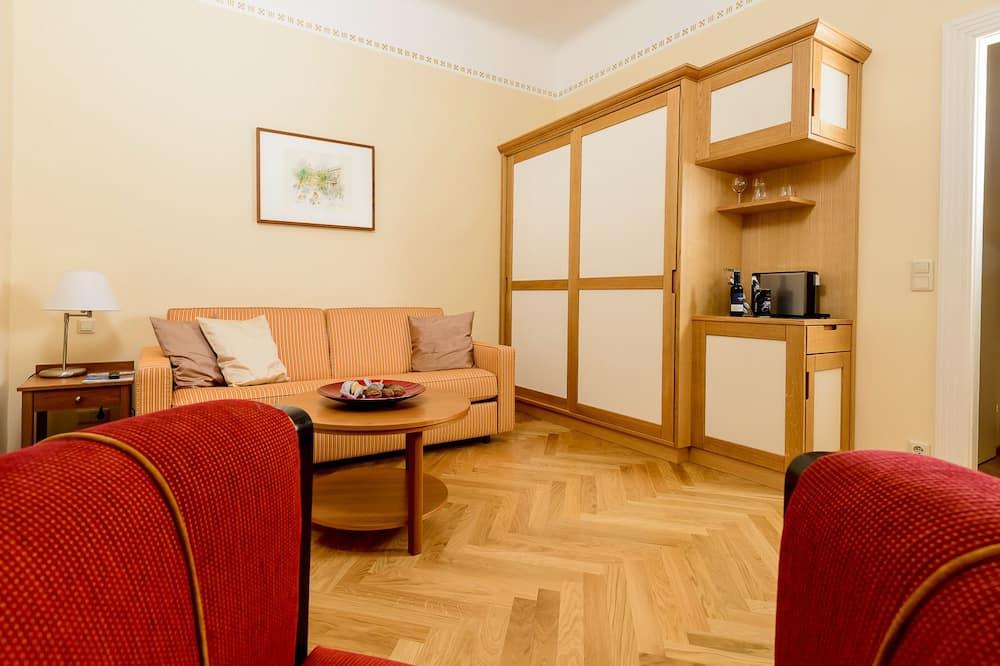 Chambre Double Supérieure, vue cour intérieure - Coin séjour