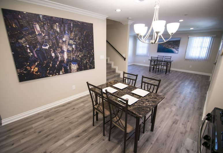 Los Angeles Downtown Apartments, Los Angeles, Dining