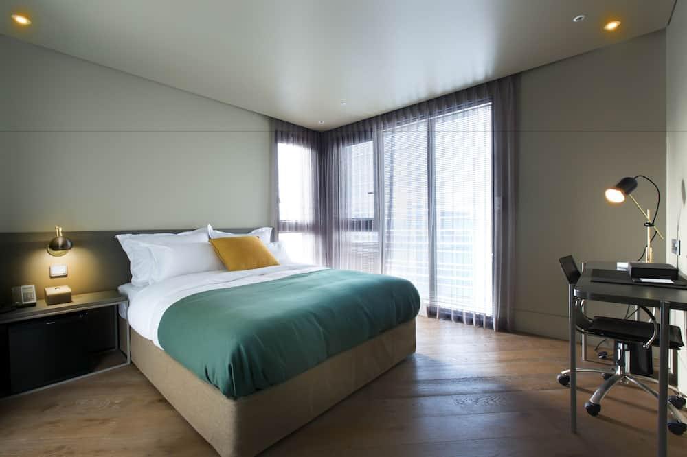 Suite (Corner West) - City View