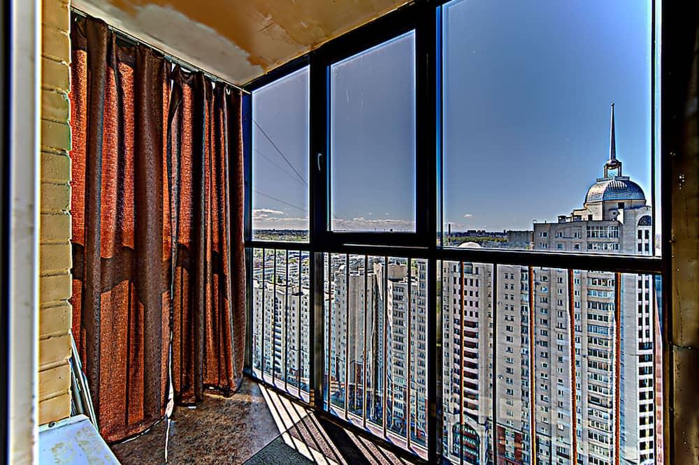 Panorāmas dzīvokļnumurs, viena guļamistaba, balkons, skats uz pilsētu (Kolomyazhsky 15/1) - Balkons