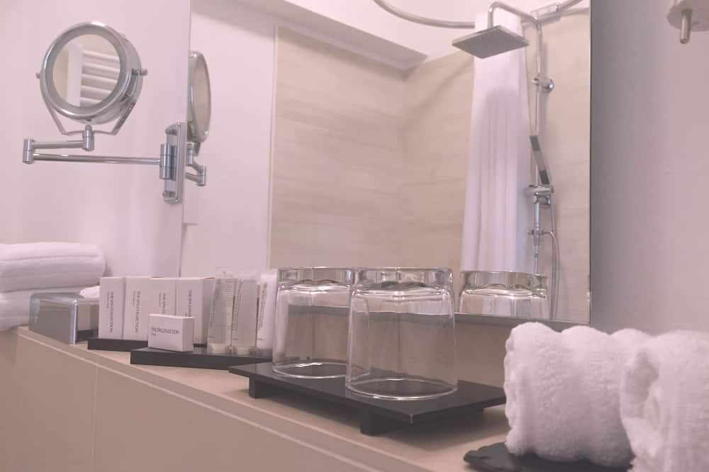 Luxury Double Room, 1 King Bed, Allergy Friendly, City View - Bathroom