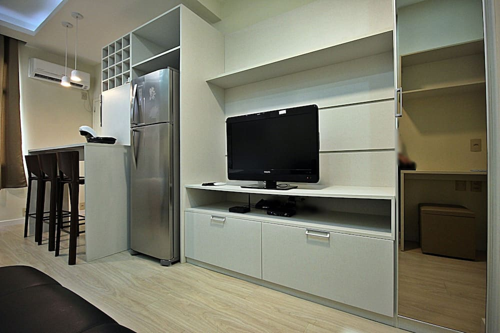 Deluxe Apartment, City View - Living Room