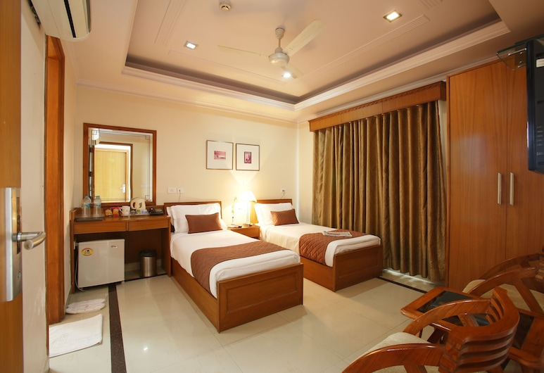 Emblem Hotel Sector 14 Gurgaon, Gurugram, Deluxe Double or Twin Room, Guest Room