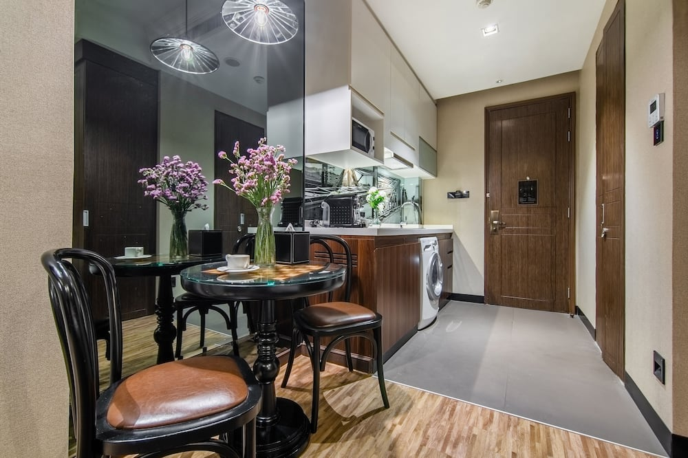 Executive Studio, 1 King Bed, Kitchen - In-Room Dining