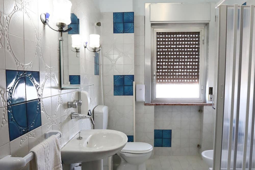 Standard Double or Twin Room, Shared Bathroom, Sea View - Bathroom