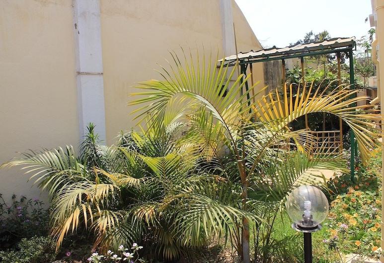 كا مليون أوتل, انتاناناريفو, المنطقة المحيطة بالمنشأة