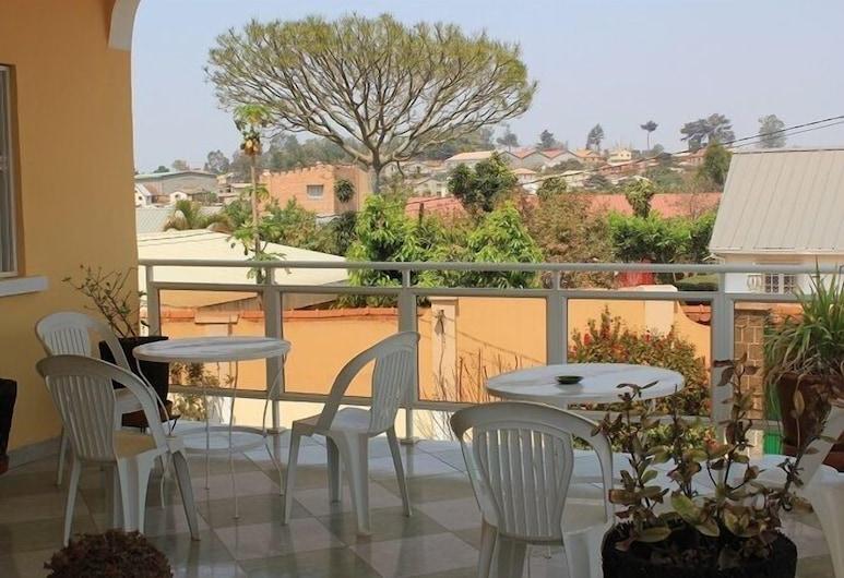 克梅隆恩飯店, 安塔那那利佛, 室外用餐