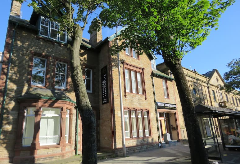 Abbey Apartments, Barrow-in-Furness, Prieangis