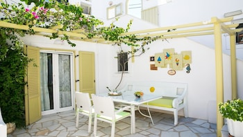 Picture of Leonardos Apartments in Paros