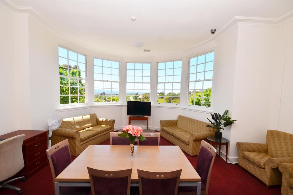 Deluxe Apartment, 6 Bedrooms, Kitchen, Mountain View - In-Room Dining