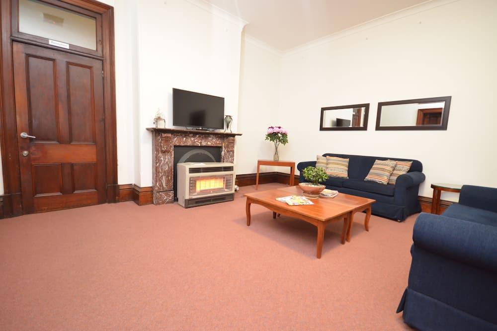 Budget Single Room Room - Shared Bathroom  - Living Area