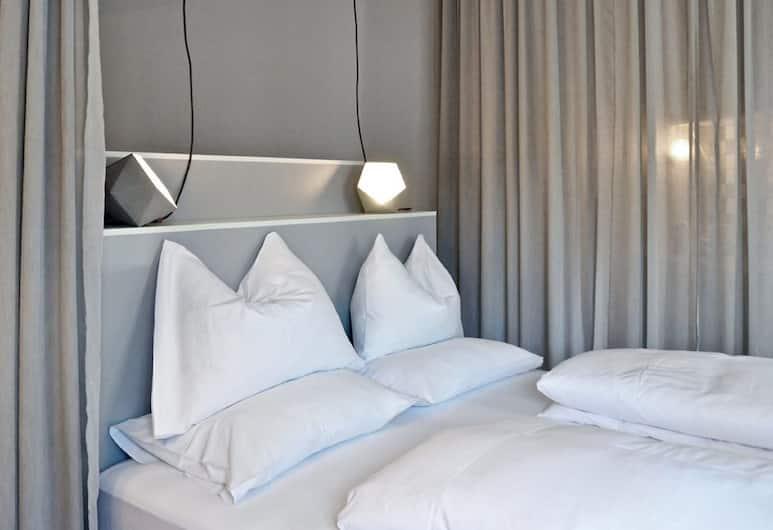Grätzlhotel Meidlingermarkt, Vienna, street suite - Reschgasse 4, Guest Room