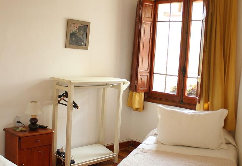 B&B Estilo Colonial, Santiago, Triple Room, Private Bathroom, Guest Room