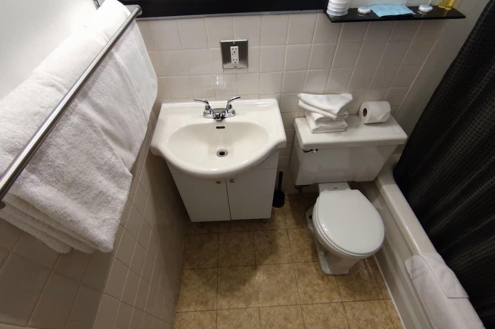Basic Double Room, 2 Queen Beds - Bathroom